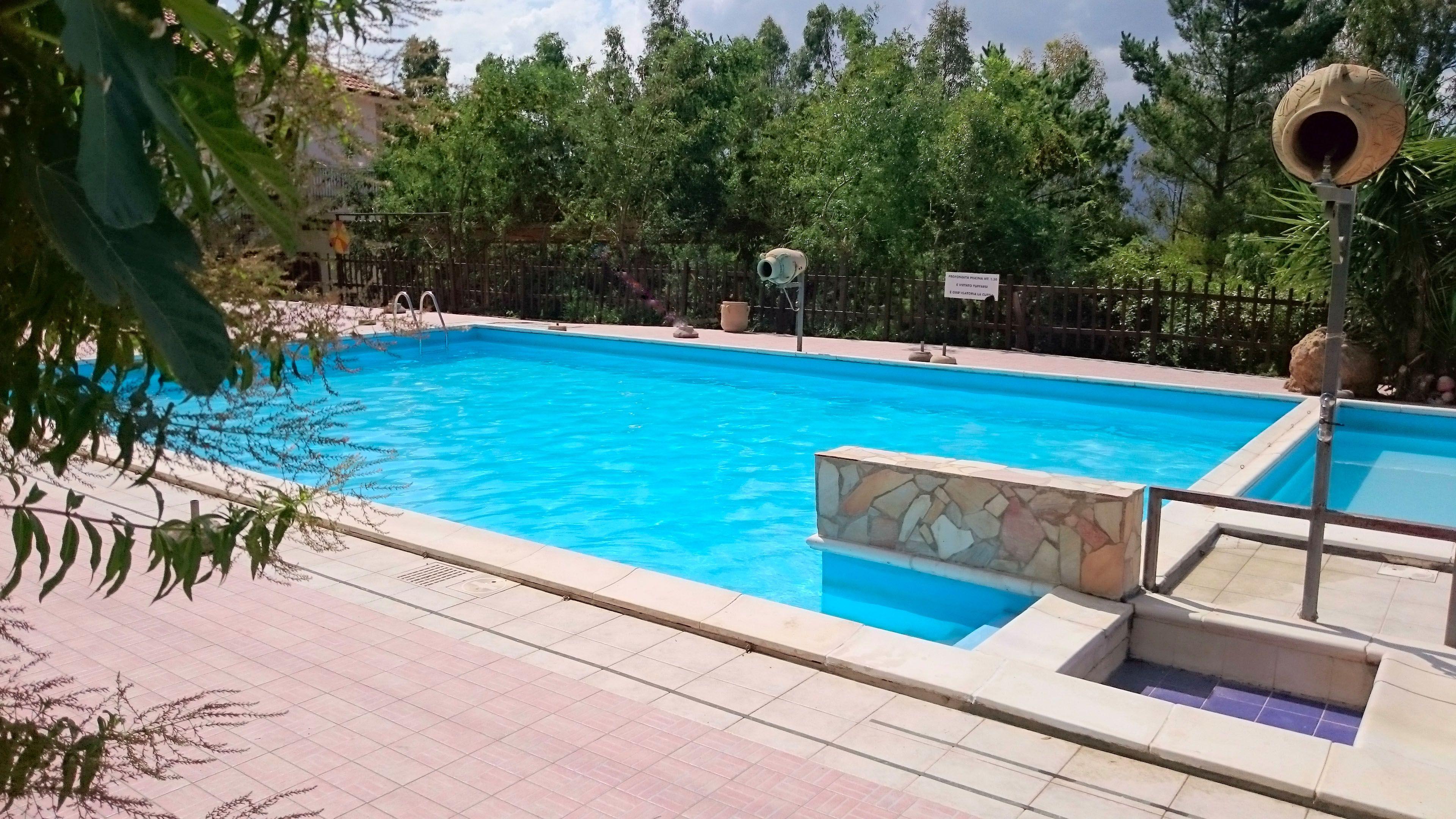 Immagini di piscine per ville esterno con piscina e - Foto di piscine interrate ...